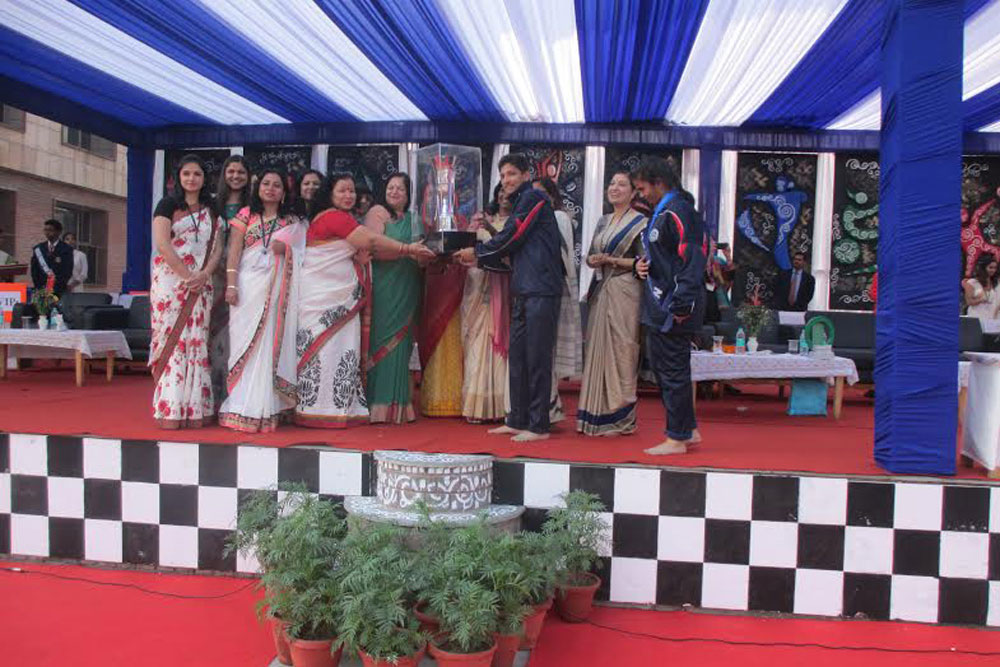 school annual day celebration essay The school celebrates many functions like children's day, teacher's day, science exhibition but every schools look forward for something but still there is something that every school looks forward during each session and that is the annual day program.